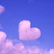 青空、雲の形がハート♪