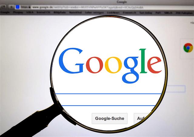 organic検索:グーグル検索画面と虫眼鏡