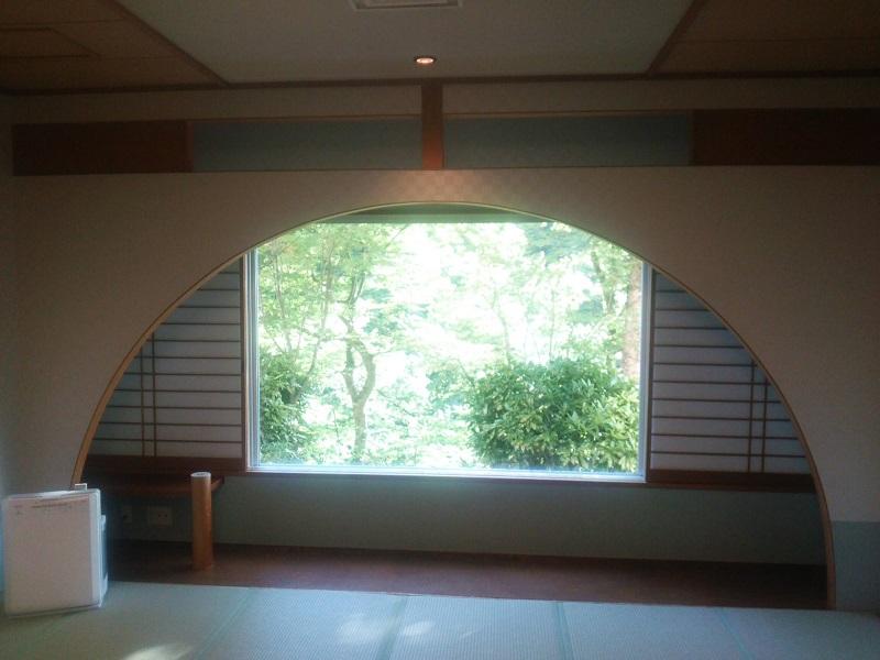 食事した部屋の窓