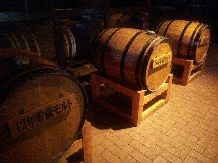 年代毎に香りの違いを確かめられる樽