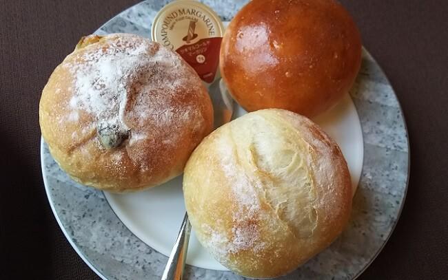 となりのお店で作られてるパンが美味しい